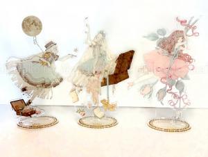 Kira Imai Acrylic Art Stand